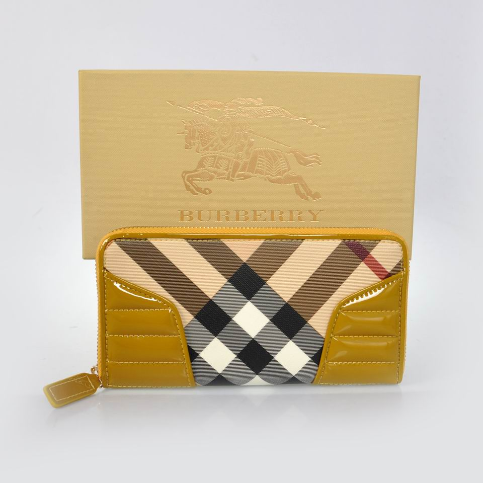 Burberry Outlet Purse Model 004