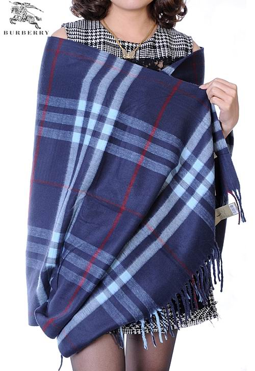 Burberry Outlet Check Cashmere Shawl Model001