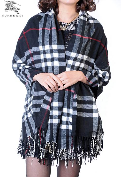 Burberry Outlet Check Cashmere Shawl Model007