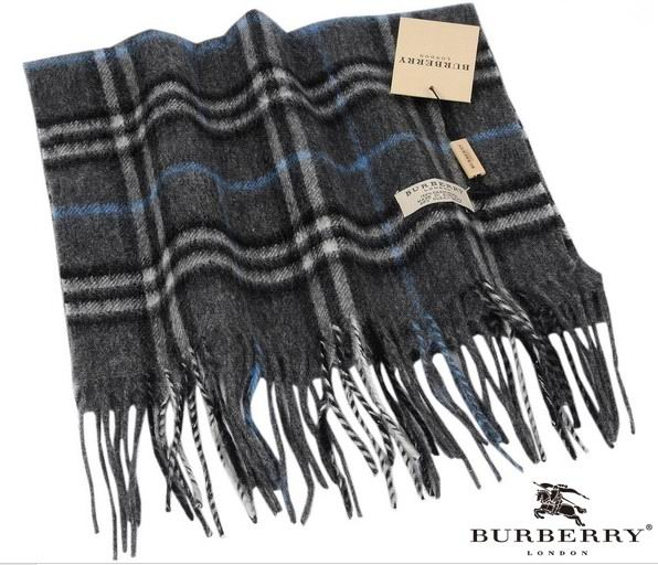 Burberry Outlet Check Scarf Model011