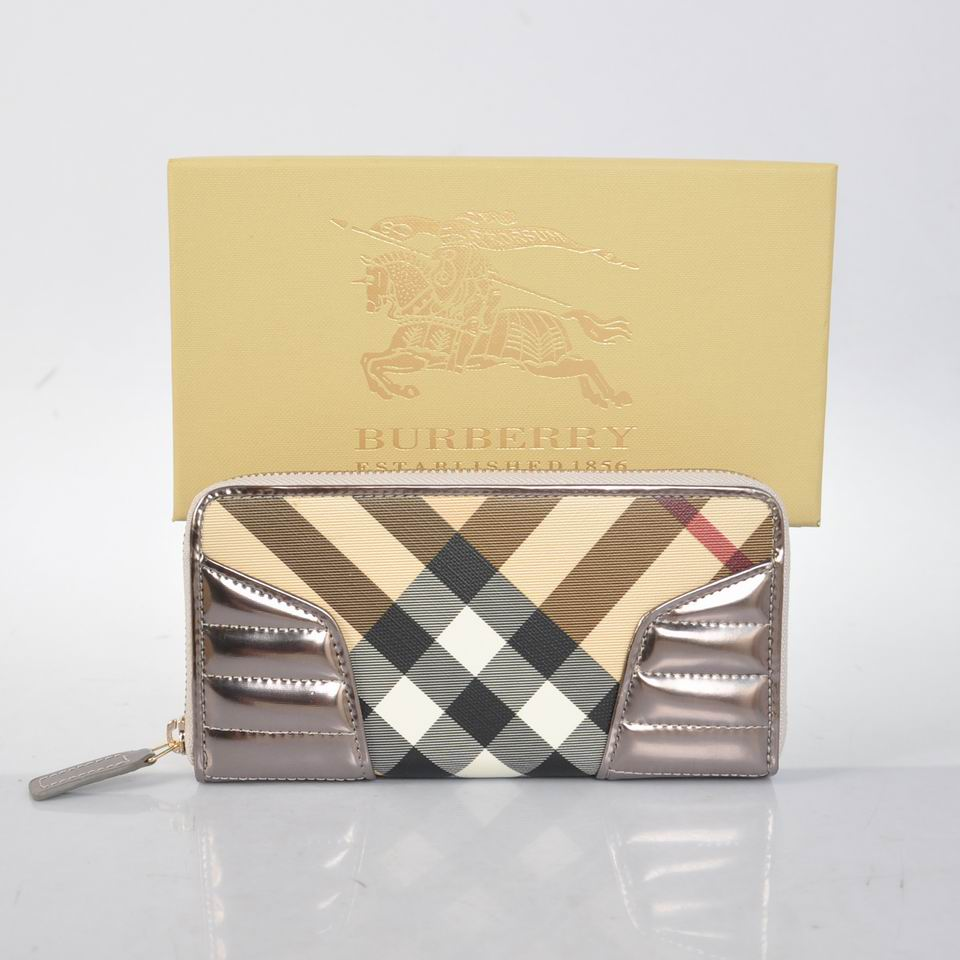 Burberry Outlet Purse Model 003