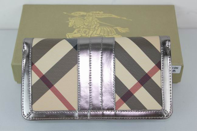 Burberry Outlet Purse Model 050
