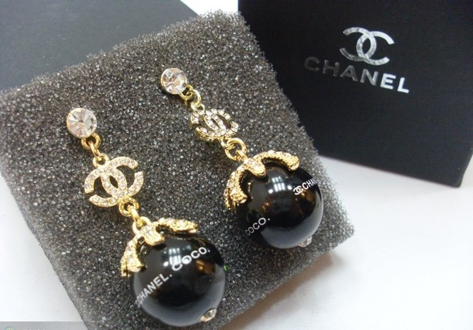 0 2010 Springtime Replica Chanel CC Logo Silver Earrings E0933-2