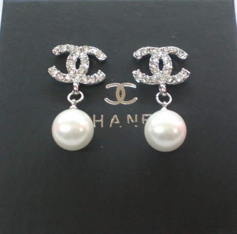 0 2010 Cheap Chanel CC Logo Silver pearl Earrings For Replica